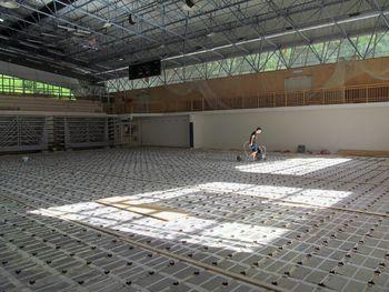 Obnova parketa v Dvorani tržiških olimpijcev poteka po planu