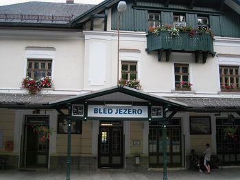 Zapora železniške proge med postajama Bohinjska Bistrica in Bled Jezero