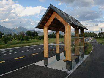 Rečiški šolarji pozor, ukinjeno je avtobusno postajališče ob Valvasorjevi ulici