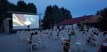 Filmski večer na prostem