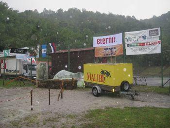 Mušje dirke v Levpi preprečila poletna nevihta