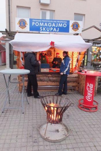 """""""Zimska pravljica"""" na Mestnem trgu v Konjicah tudi s pridihom dobrodelnosti"""
