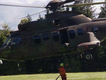 Helikopterski transport materiala v Zavetišče v Hudičevem borštu