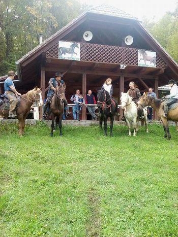 Nedeljski obisk belokranjske konjenice na Plešivici