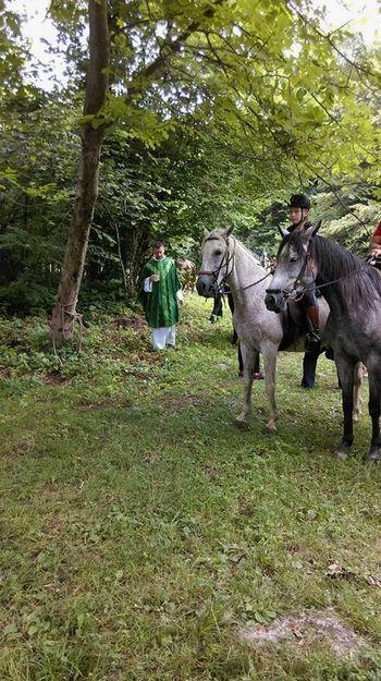 Konjerejci na blagoslovu v Draganjih selih