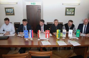Podpis partnerskega dogovora za kakovostno pitno vodo