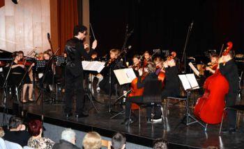 Oba orkestra navdušila polno dvorano poslušalcev