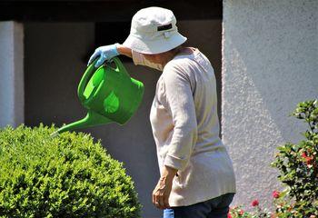 Prepovedana uporaba pitne vode za zalivanje vrtov, polnjenje bazenov, pranje avtomobilov ...