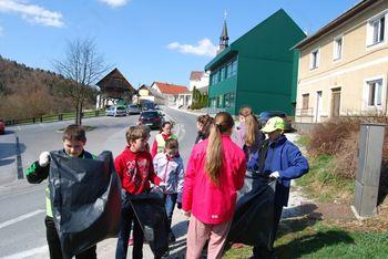 Čistejša OŠ Gabrovka-Dole: Na delovno soboto smo očistili okolico šole