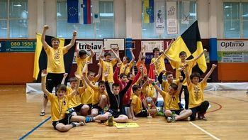 Člani ekipe mlajših dečkov B Rokometnega kluba Radovljica so postali državni prvaki