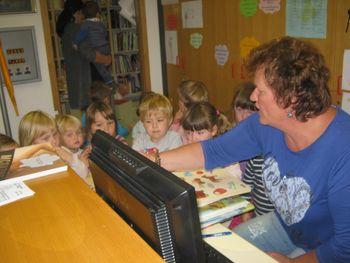 Obisk Potujoče knjižnice v Gabrovki