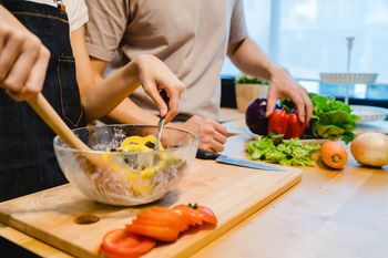 Z vrtnarjenjem in kuhanjem do večje samostojnosti