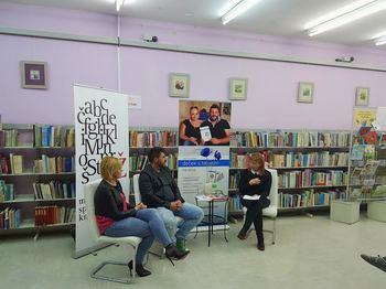 DEČEK S TATUJEM NA SRCU – predstavitev knjige ter pogovor z avtorjem Simonom Mišićem in njegovo partnerico Suzano Štravs