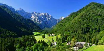 S knjižnico na pot: Slovenske panorame v štirih letnih časih