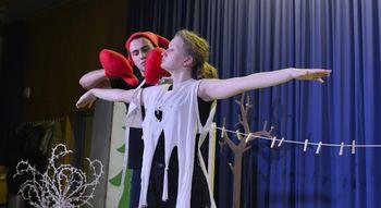 Otroška gledališka predstava: Kdo je napravil Vidku srajčico?