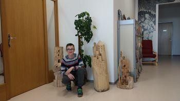 Matej Praprotnik z razstavo lesenih kipov