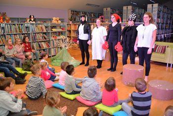 Otroška predstava dijakov Gimnazije Lava: Kdo je napravil Vidku srajčico