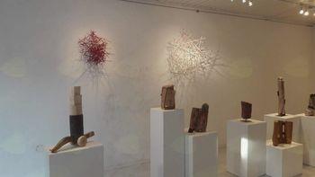 Kiparska razstava 'Govorica lesa' v Lični hiši