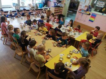 Slovenski tradicionalni zajtrk v vrtcu Ciciban