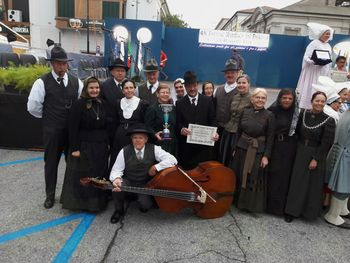 Na mednarodnem folklornem festivalu v Italiji