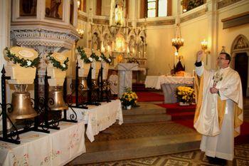 Blagoslov zvonov in  vina