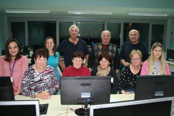 Računalniške delavnice za dedke in babice