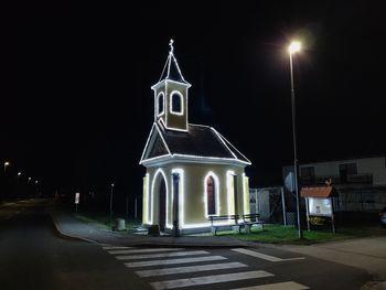 Tradicionalni prižig lučk na Forštatski kapeli