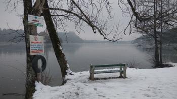Zaledenelo jezero