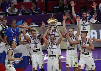 Košarka in odbojka - dve medalji na Bled!