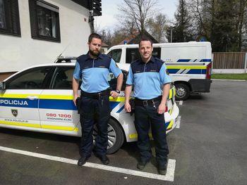 Zagorelo v alpskih blokih, dva policista sta junaka!