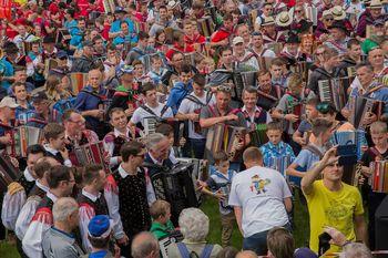 Odprli smo poletje na Bledu, nov harmonikarski rekord!