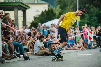 Mini ramp na Blejskem jezeru in osvajanje Guinnessovega svetovnega rekorda v hippie jumpu