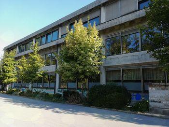 Učenci 1., 2., 3. razreda ter 9. razreda se bodo postopno vrnili v šolske klopi