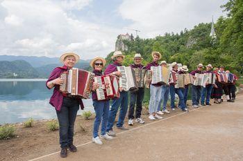 Harmonike ob Blejskem jezeru