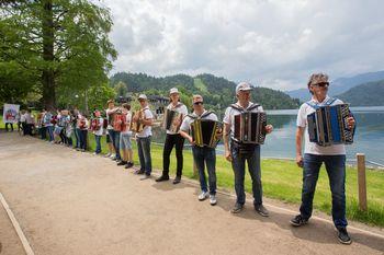 Odpovedana Vaški vikend in srečanje harmonik ob Blejskem jezeru