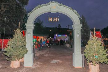 Vhodni portal in stol na Zimski pravljici