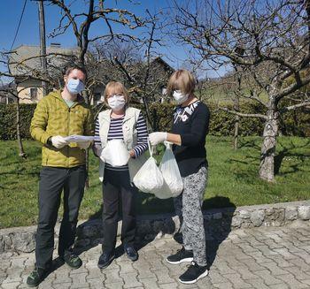 V Zasipu začenjajo z razdeljevanjem mask