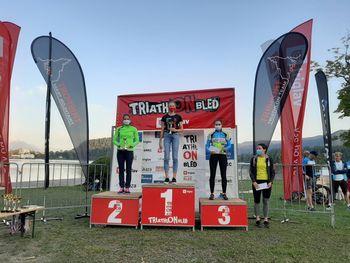 Na Triglav triatlonu Bled 2020 sta slavila Tjaša Vrtačič in Klemen Bojanc