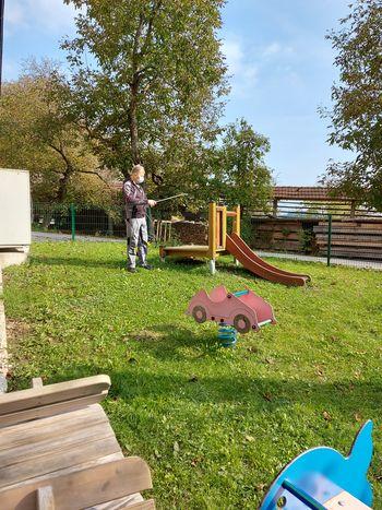 Razkuževanje igral na otroških igriščih