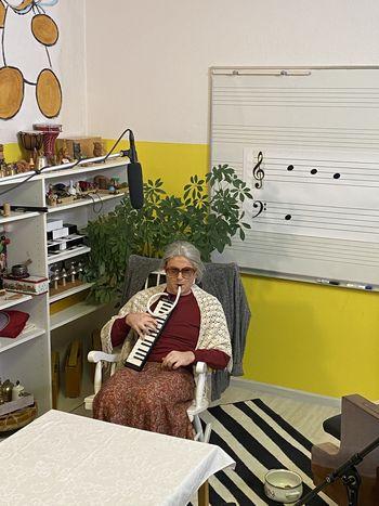 Babica Tomka - glasbena oddaja za otroke