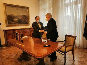Minister Andrej Vizjak in župan Janez Fajfar sta podpisala sporazum o skupnem upravljanju Blejskega jezera