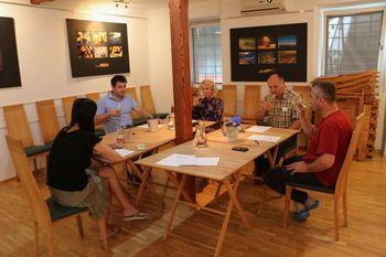 Ocenjevanje vin ponudnikov ob prireditvi Vipavska trgatev