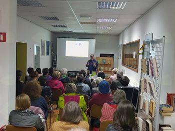 Sanja Lončar v Občinski knjižnici Vransko