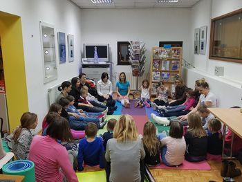 Pravljična joga v Občinski knjižnici Vransko