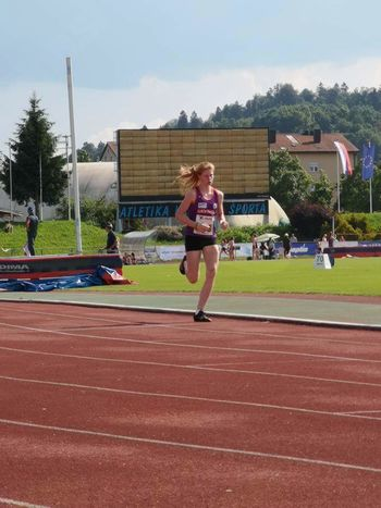Nika Dobovšek z novim šolskim rekordom v teku na 1000 m