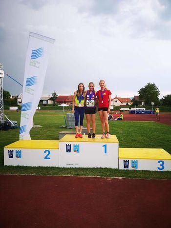 Sevniški atletinji, Lea Haler in Nika Dobovšek, članski državni prvakinji