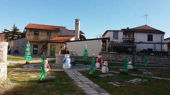 Dedek Mraz je prišel v vas