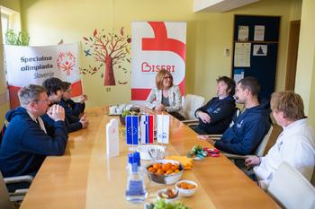 Športniki CUDV Radovljica s kolajnami z zimskih svetovnih iger Specialne olimpijade