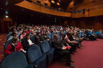 Igralci CUDV Radovljica in Gledališča Toneta Čufarja Jesenice prepričljivo skupaj na odru