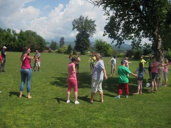 Piknik Medobčinskega društva Sožitje Mengeš v Hiši na travniku na Dobu